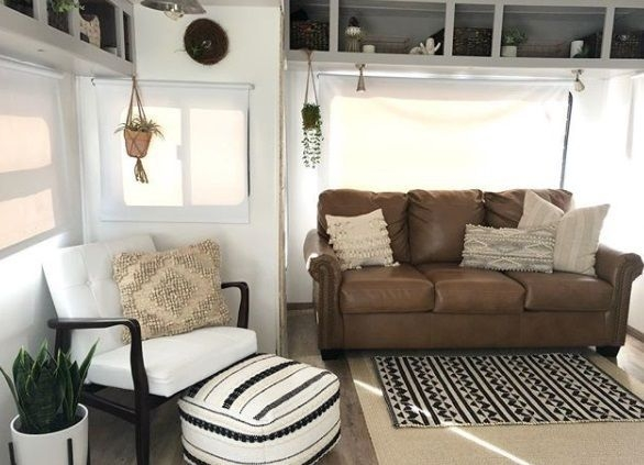 Easy Remodeling RV Decoration You Can Try 19