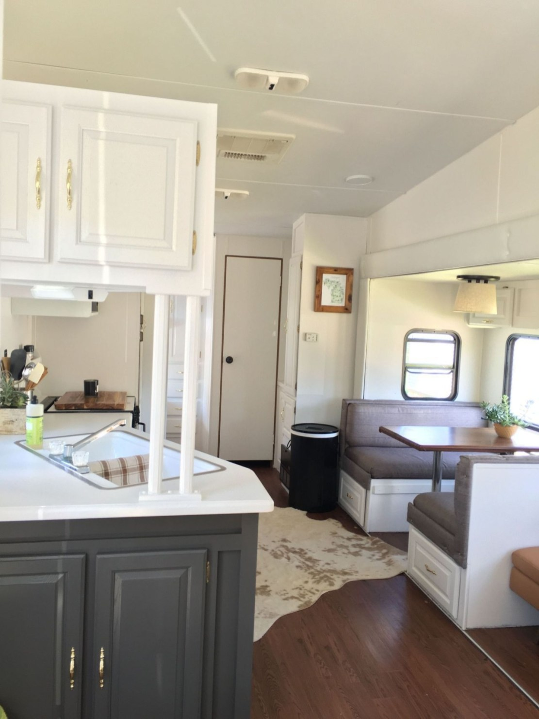 Easy Remodeling RV Decoration You Can Try 22