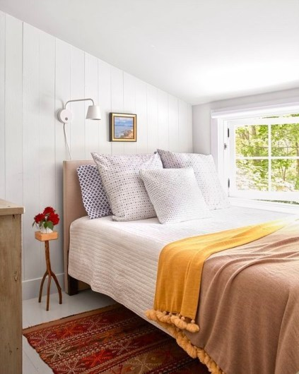 Ways To Create Cozy And Beautiful Teen Farmhouse Bedroom 10