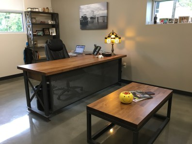 44 Modern Rustic Decorating Ideas For Your Home Office 12