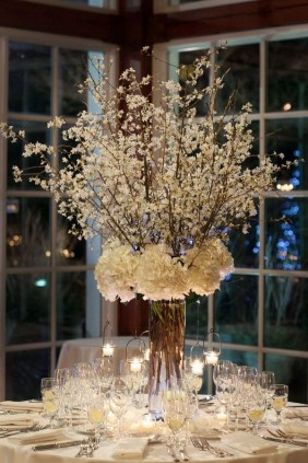 Adorable Winter Wedding Ideas For Decorate Your Party 07
