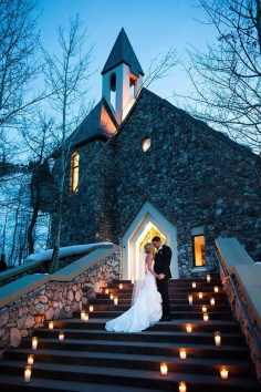 Adorable Winter Wedding Ideas For Decorate Your Party 11