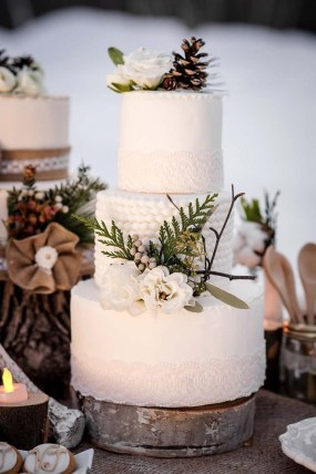 Adorable Winter Wedding Ideas For Decorate Your Party 16
