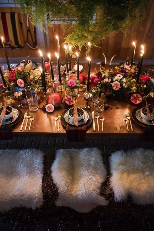Adorable Winter Wedding Ideas For Decorate Your Party 19