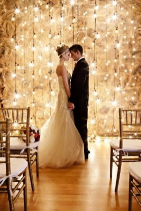 Adorable Winter Wedding Ideas For Decorate Your Party 27