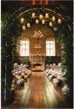 Adorable Winter Wedding Ideas For Decorate Your Party 44