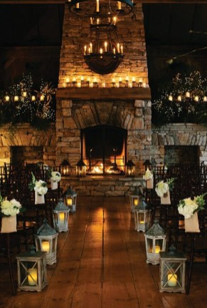 Adorable Winter Wedding Ideas For Decorate Your Party 48