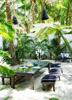 Beautiful Tropical Outdoor Decoration For Cozy Place 06