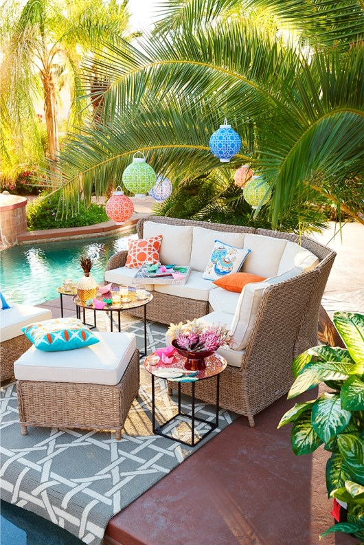 Beautiful Tropical Outdoor Decoration For Cozy Place 08