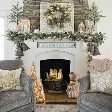 Best Decorating Ideas For Winter Fireplace 29