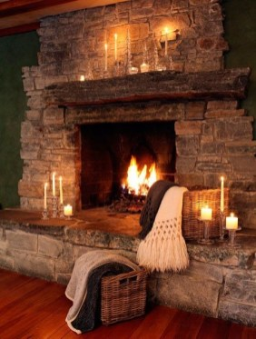 Best Decorating Ideas For Winter Fireplace 30