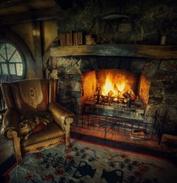 Best Decorating Ideas For Winter Fireplace 42