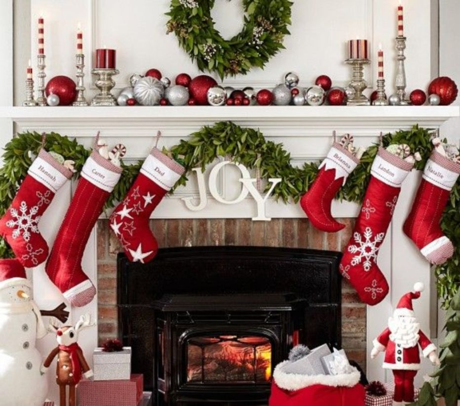 Classic Christmas Decoration You Must Try For Your Family 23