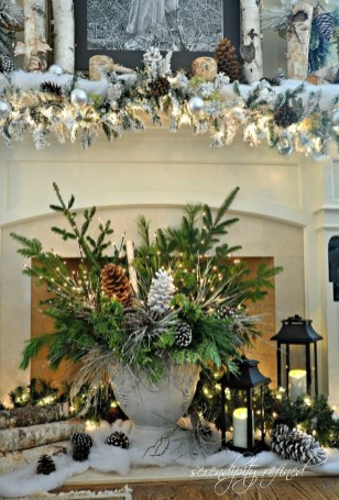 Classic Christmas Decoration You Must Try For Your Family 25