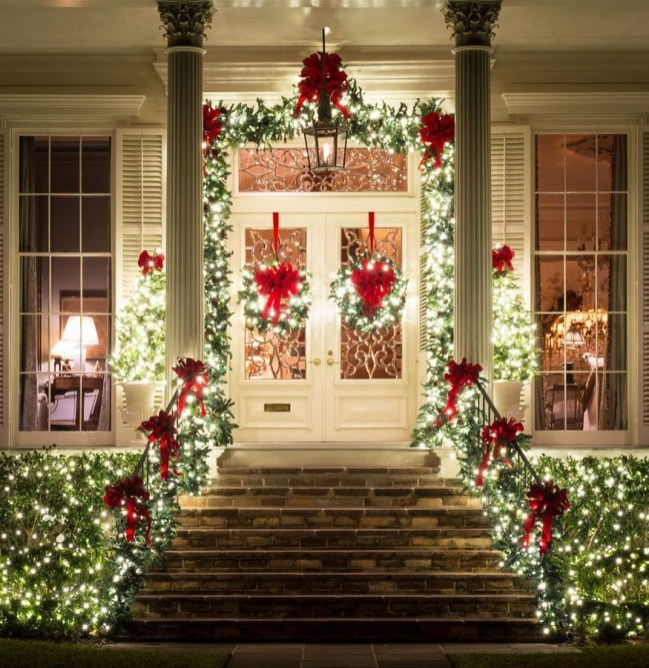 Classic Christmas Decoration You Must Try For Your Family 26