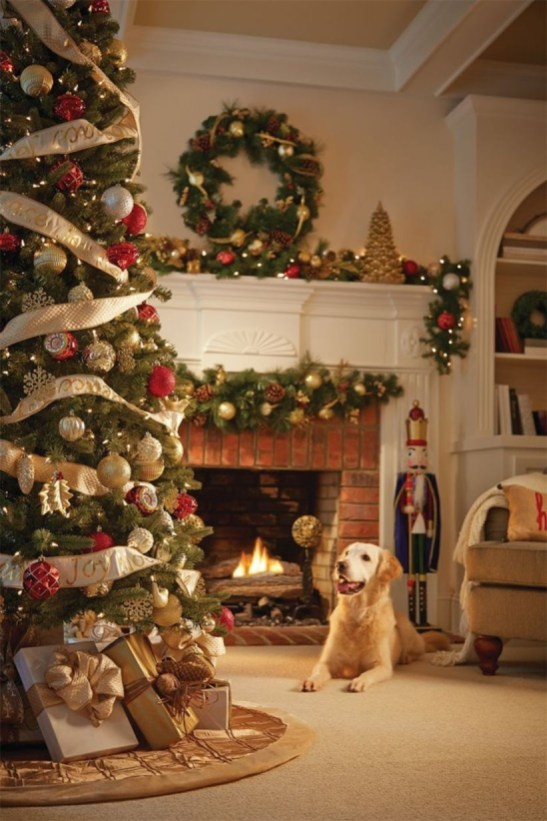 Classic Christmas Decoration You Must Try For Your Family 34