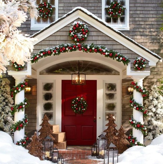 Classic Christmas Decoration You Must Try For Your Family 35