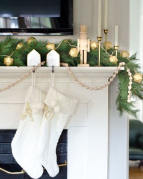 Classic Christmas Decoration You Must Try For Your Family 41