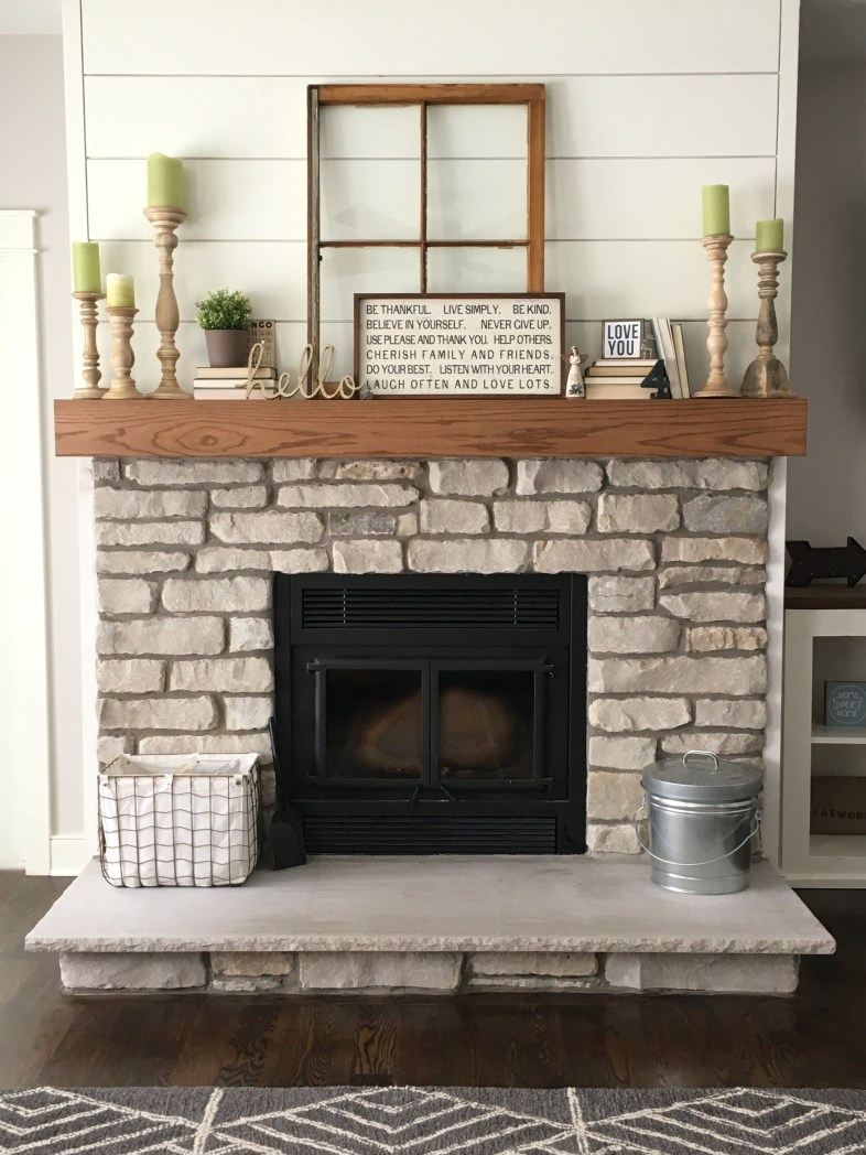 Favorite Winter Decorating For Fireplace Ideas 21