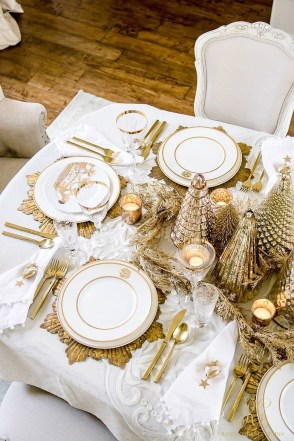 Luxury Christmas Table Decoration For Celebrating Christmas This Year 07