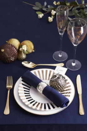 Luxury Christmas Table Decoration For Celebrating Christmas This Year 17