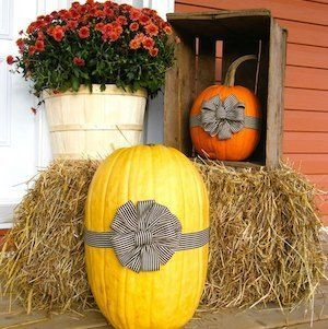 Perfect Pumpkin Ideas To Decorate Your Porch 03