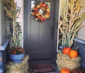 Perfect Pumpkin Ideas To Decorate Your Porch 04