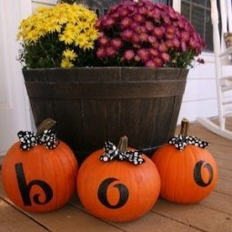 Perfect Pumpkin Ideas To Decorate Your Porch 14