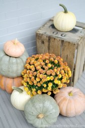 Perfect Pumpkin Ideas To Decorate Your Porch 15