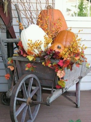 Perfect Pumpkin Ideas To Decorate Your Porch 18