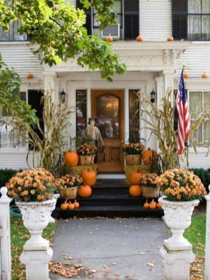 Perfect Pumpkin Ideas To Decorate Your Porch 20