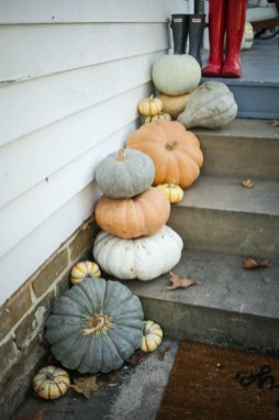 Perfect Pumpkin Ideas To Decorate Your Porch 23