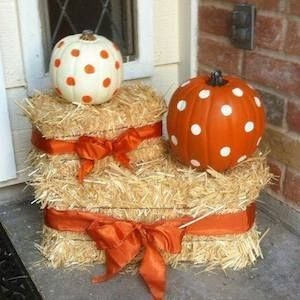 Perfect Pumpkin Ideas To Decorate Your Porch 35