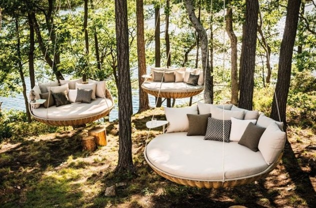 Relaxing Suspended Outdoor Beds That Will Transform Your Year 01