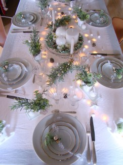 Tips To Make DIY Christmas Table Decorations 11