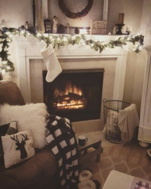 Winter Fireplace Decoration Ideas 35