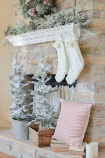 Winter Fireplace Decoration Ideas 38