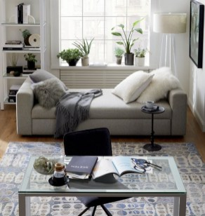 Cozy And Simple Rug Idea For Small Living Room 19