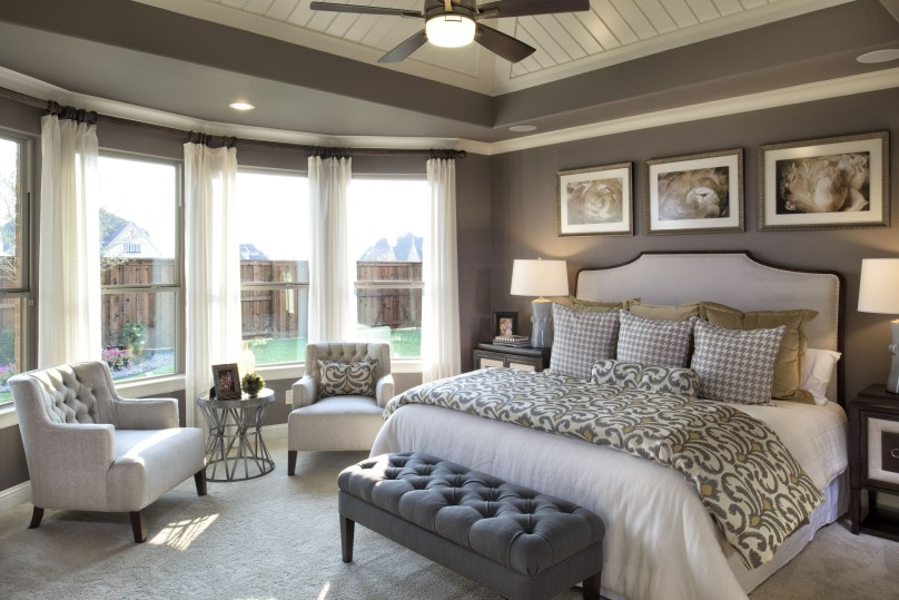 Stylish And Elegant Master Bedroom Idea For Your Family 05