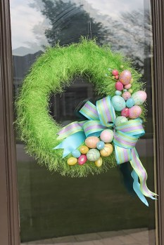 DIY Simple Spring Wreath For Your Door 09