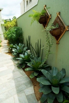 Fresh And Beautiful Side Yard Decoration You Must Have 31