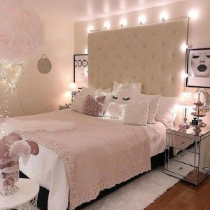 Romantic Master Bedroom Décor Ideas On A Budget 17