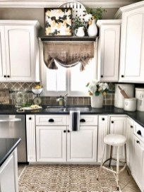Best DIY Farmhouse Kitchen Decorating Ideasl 32