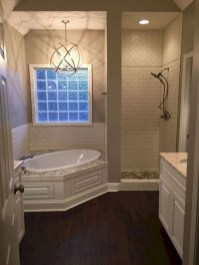 Gorgeous Small Master Bathroom Remodel Ideas 01