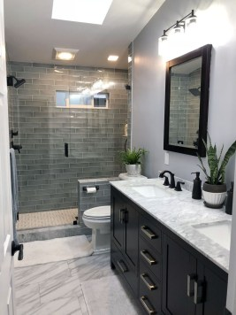 Gorgeous Small Master Bathroom Remodel Ideas 15