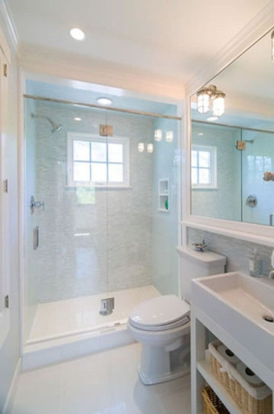 Gorgeous Small Master Bathroom Remodel Ideas 18