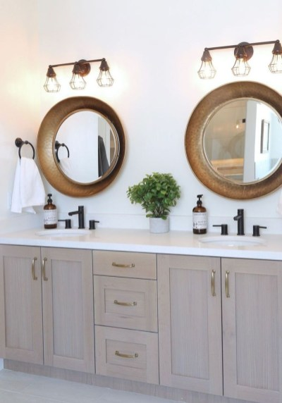 Amazing Farmhouse Bathroom Decor For Small Space 39
