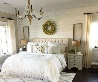Amazing Master Bedroom Decoration For Fall 18