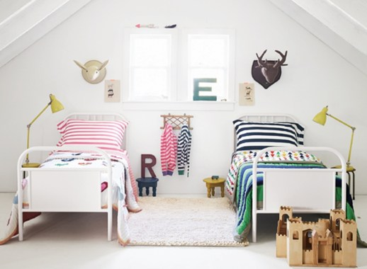 Awesome Dorm Room Decoration With Double Bed 01