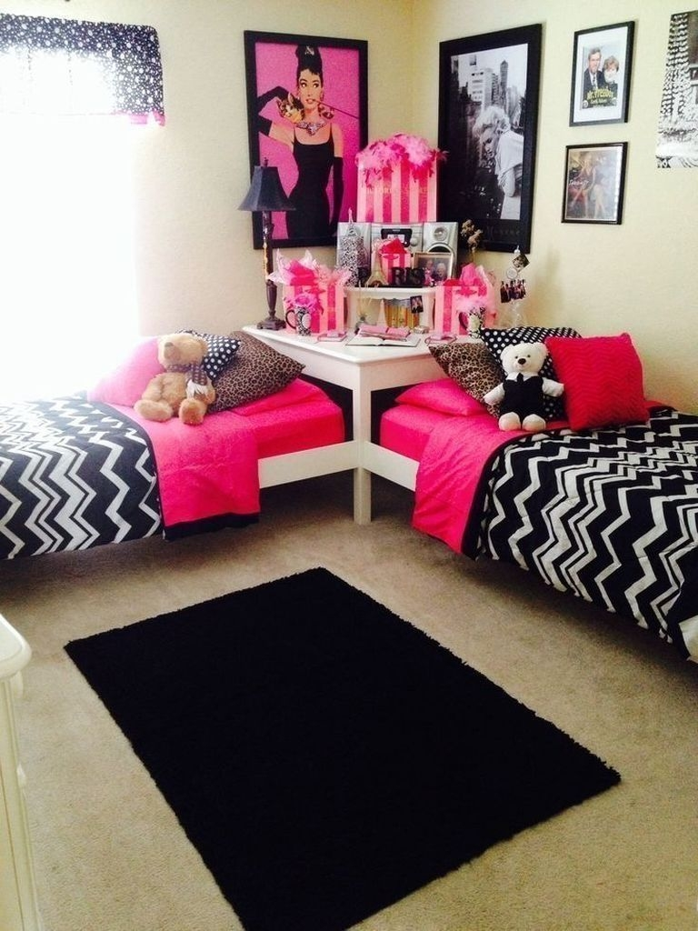 Awesome Dorm Room Decoration With Double Bed 14